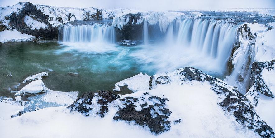 冰島四月瀑布