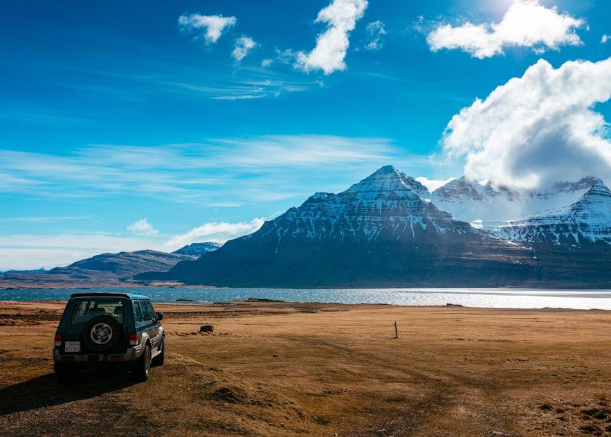 在冰岛搭便车旅行