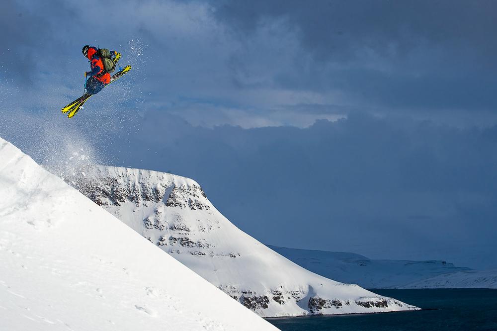 冰岛西峡湾是一处滑雪胜地。