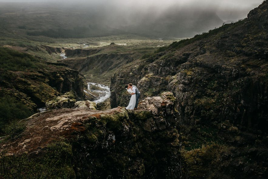 Stunning landscapes in Iceland for your wedding photos