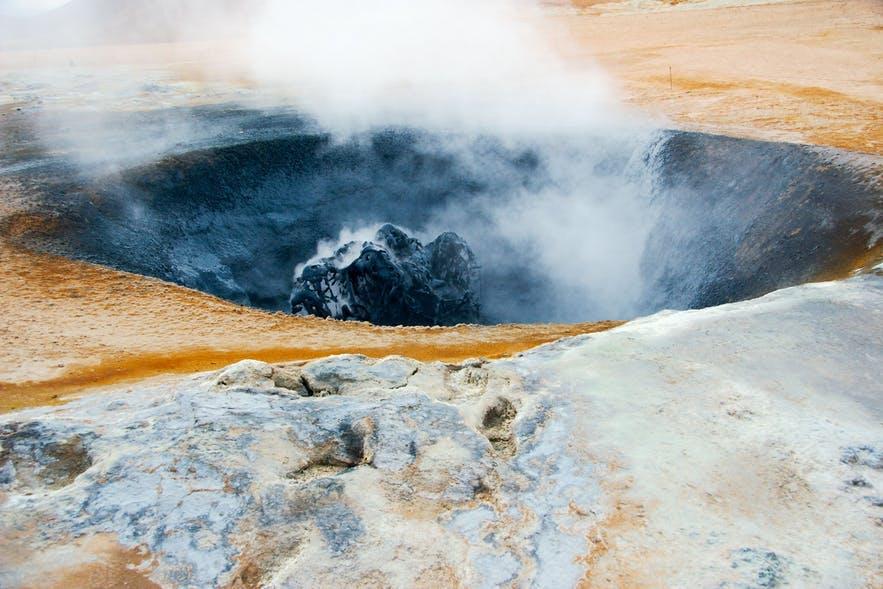 冰岛的米湖Hverir火山地貌