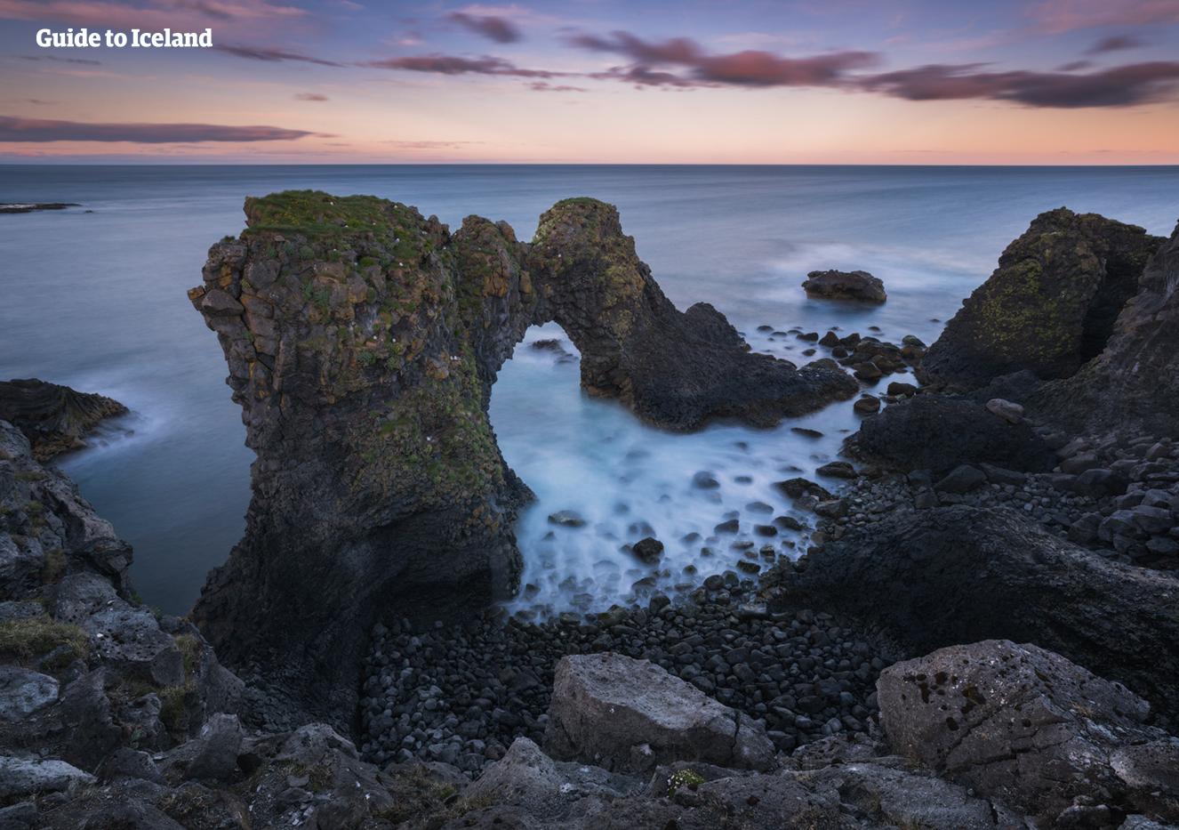 Gatklettur è una delle tante meravigliose formazioni rocciose nella penisola di Snæfellsnes nell'Islanda occidentale.