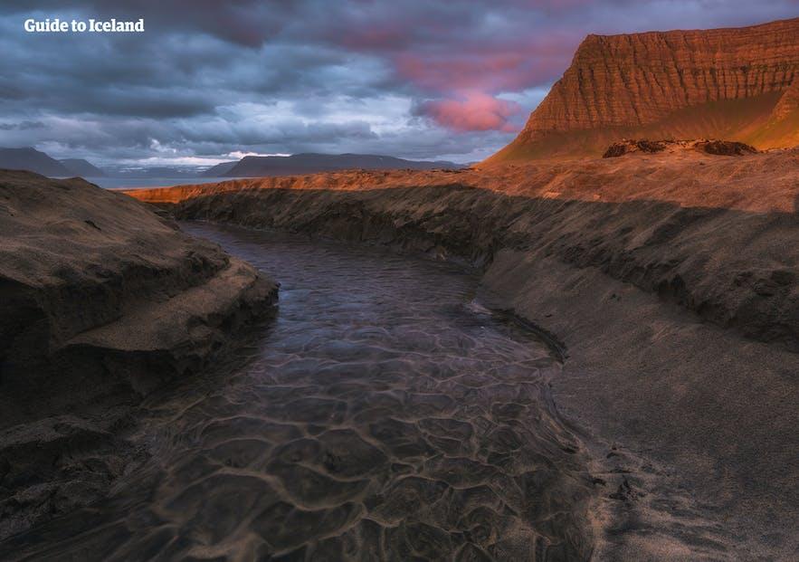 冰岛北部峡湾深处的锡格吕菲厄泽(Siglufjörður)小镇。摄影师:Skarphéðinn Þráinsson