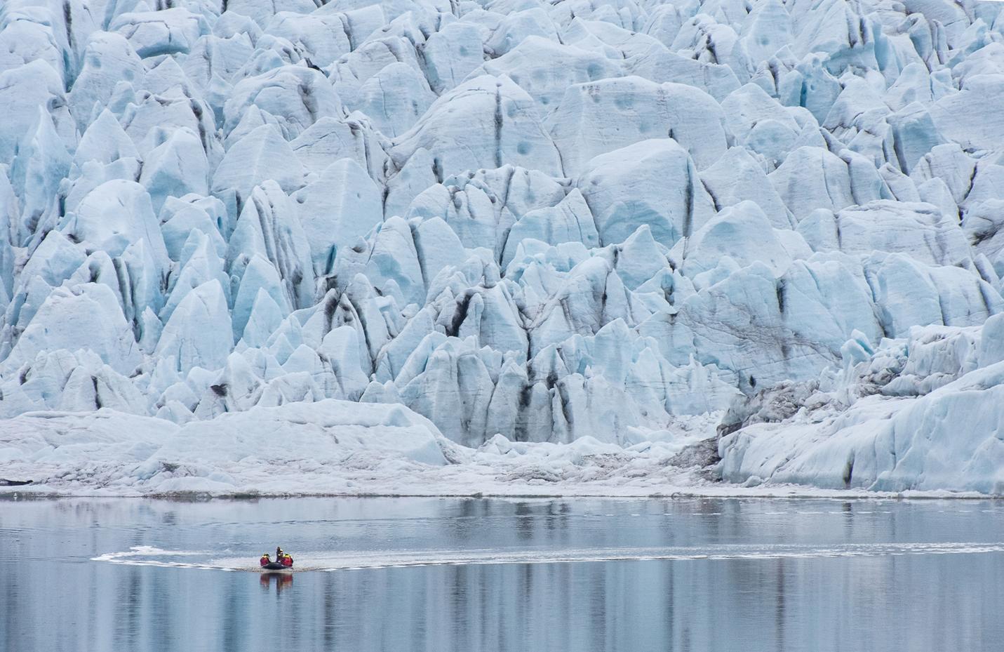 Fjallsárlón es una impresionante laguna glaciar en el sur de Islandia.