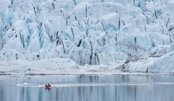 Fjallsárlón is a stunning glacier lagoon in South Iceland.