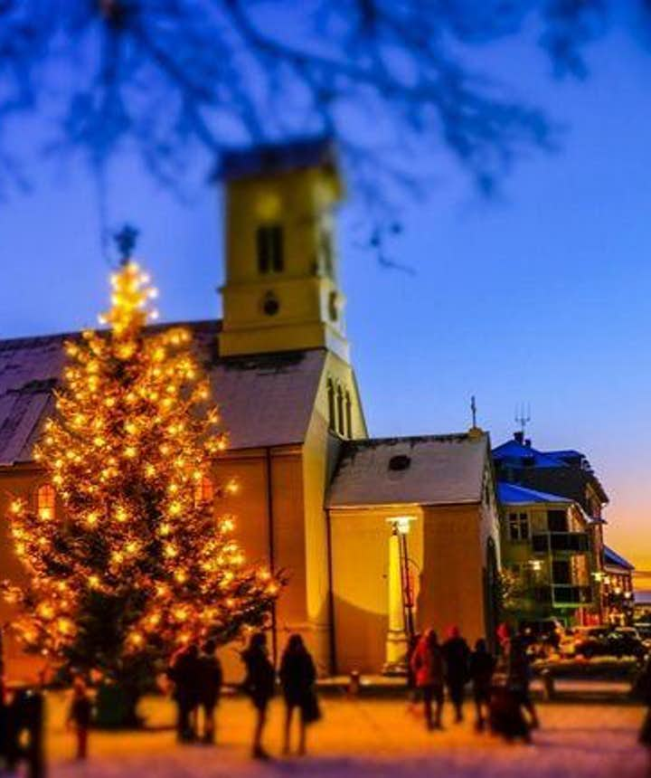 Many Icelanders attend Mass on Christmas Eve
