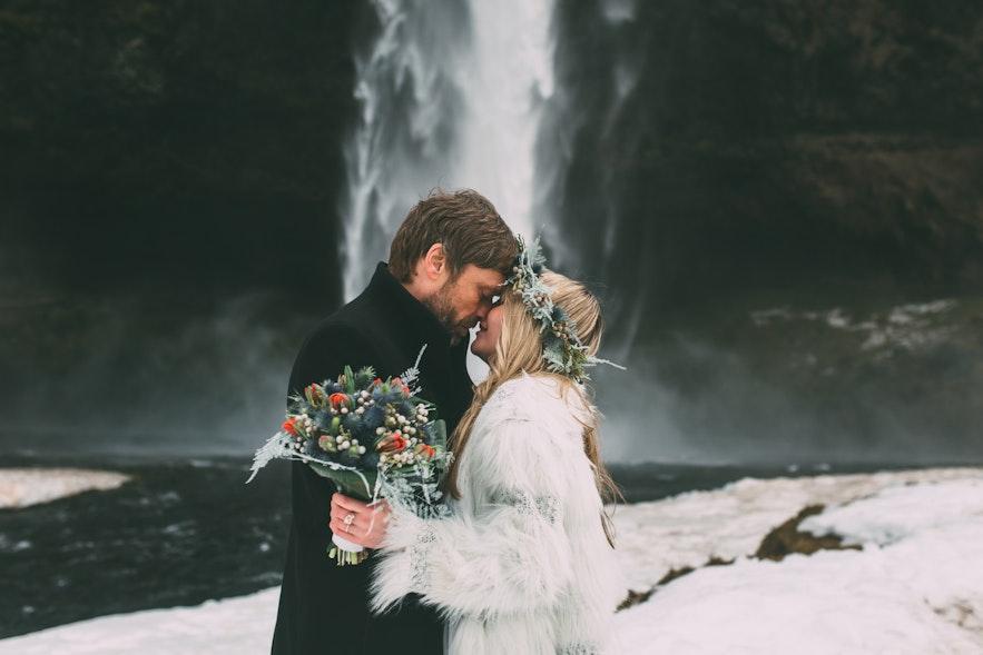 Upewnij się, że na islandzki ślub ubierzesz coś ciepłego!