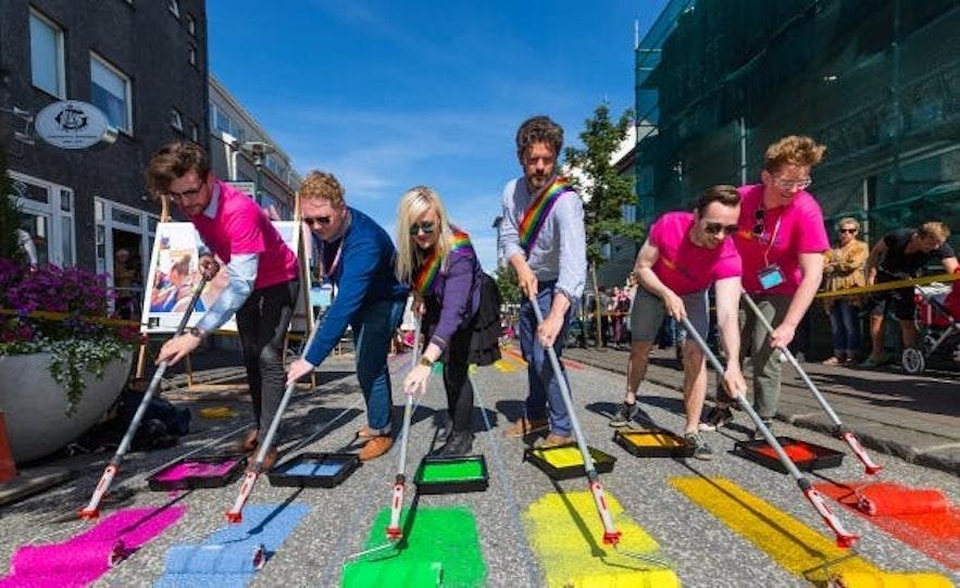 冰岛文化包容性强,在同性恋、种族问题等社会热点话题方面,都世界名列前茅,是其它国家的榜样。