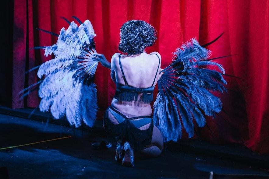 María Callista Icelandic burlesque performer in burlesque group Ladies & A Gentleman