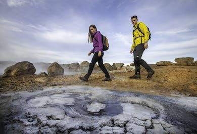 洞窟探検と天然温泉ツアー