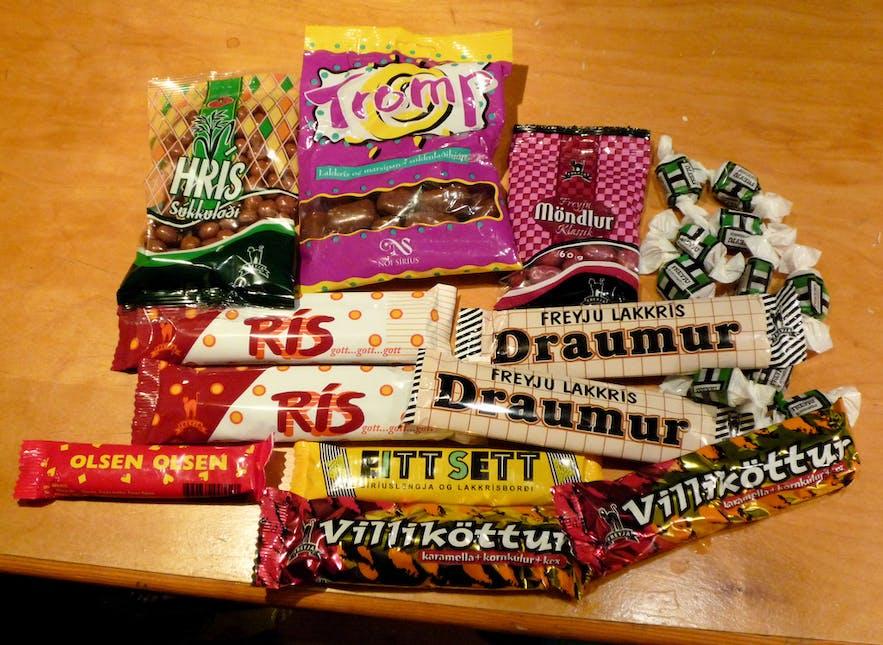 Isländische Süßigkeiten, die meisten sind mit Schokolade überzogene Lakritze.