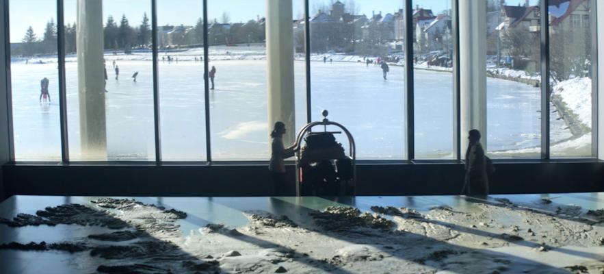 Reykjavík rådhus spiller rollen som hotell i episode 3 i sesong 4 av Black Mirror