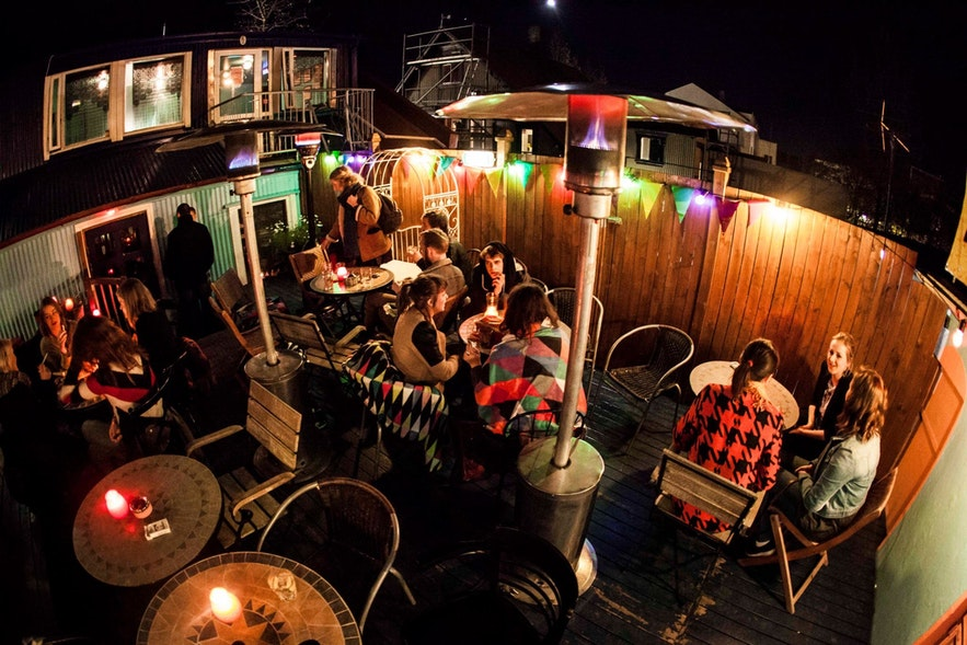 Пивной бар Бостон — популярный бар в центре города.