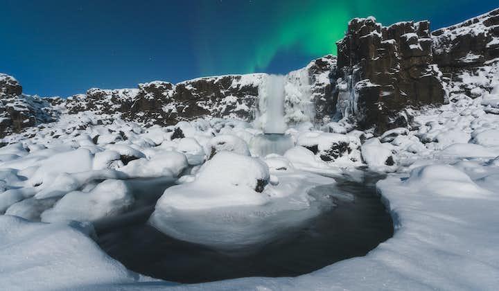 Aventura de 4 días en Islandia en invierno | Laguna Azul, Círculo Dorado, Motos de nieve y Auroras Boreales