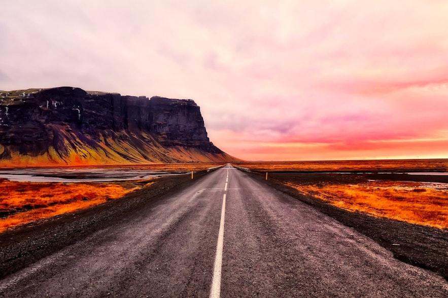 กฎจราจรเป็นเรื่องจริงจังมากที่ไอซ์แลนด์เนื่องจากต้องการสร้างความปลอดภัยให้กับผู้คนที่อาศัยอยู่ที่นี่