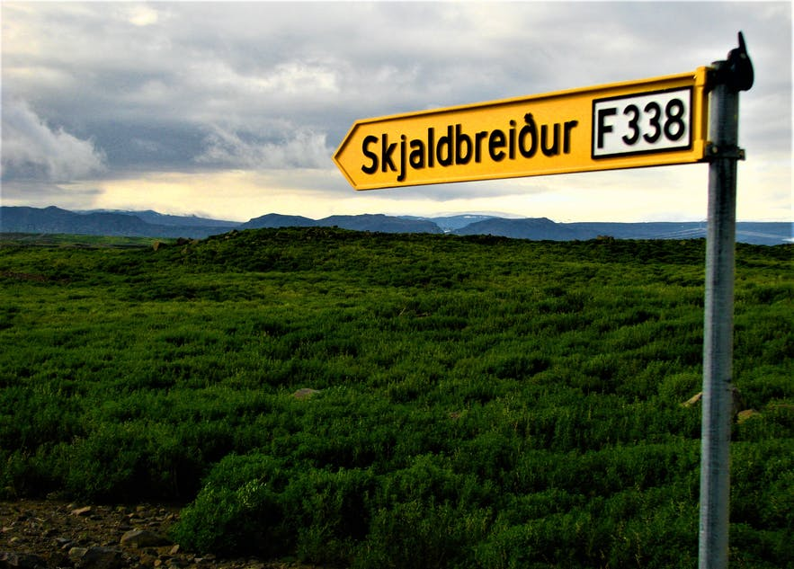 On this sign, the road to the lava shield of Skjaldbreiður is marked as an F-road.