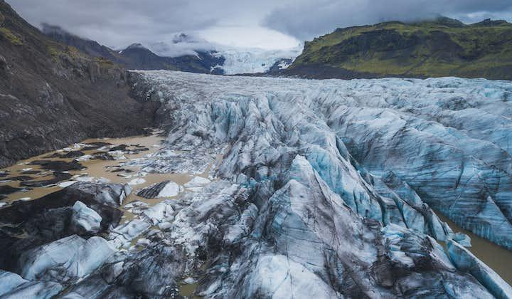 6-dniowa wycieczka z polowaniem na zorzę polarną oraz ze słynnymi jaskiniami lodowymi na Islandii