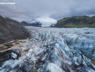La riserva naturale di Skaftafell nell'Islanda del sud è nota soprattutto per i suoi paesaggi di ghiaccio, come Svínafellsjökull (nella foto), e per le cascate, come Svartifoss.