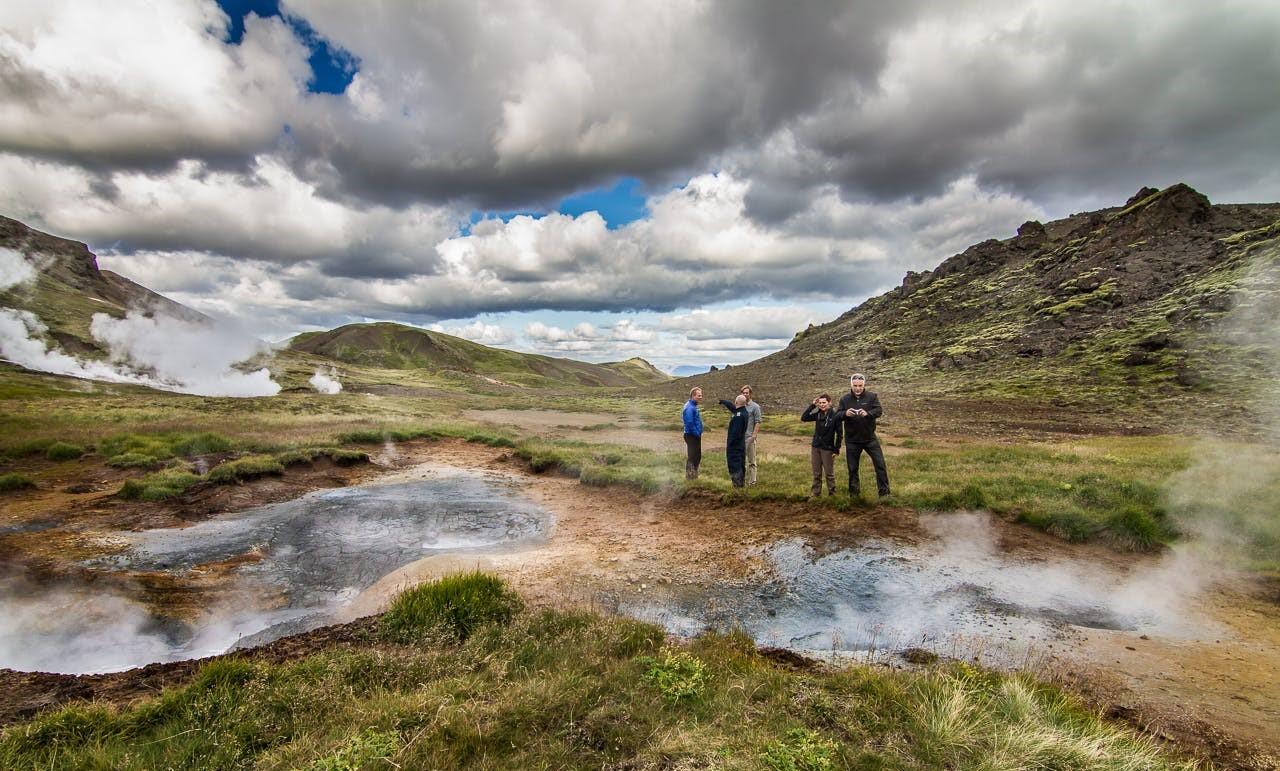 地球の鼓動が感じられるアイスランドの地熱地帯を見学するヘリコプターツアー