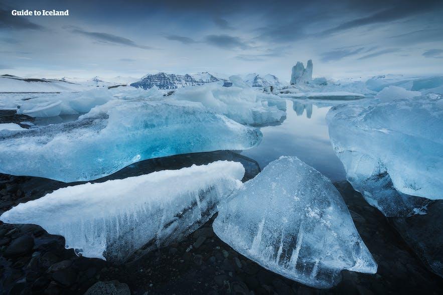 冰岛杰古沙龙冰河湖的巨大冰块