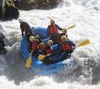 Esta excursión de rafting en el norte de Islandia es una auténtica aventura por aguas bravas.
