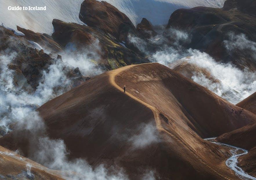 凯德灵加火山位于冰岛中央内陆高地地区,是一座色彩缤纷的美丽火山