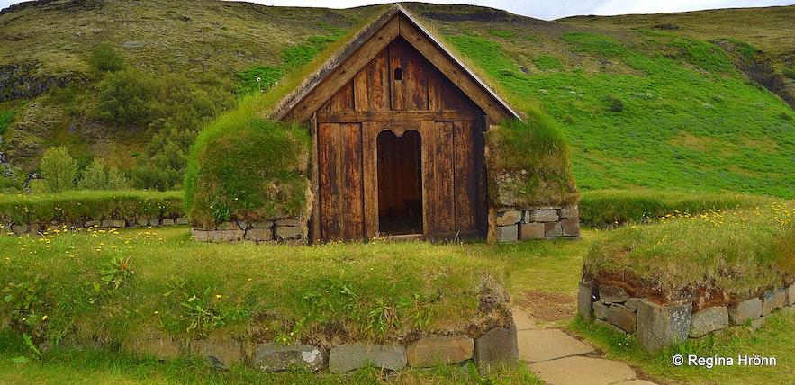The reconstructed Þjóðveldisbærinn - Commonwealth Farm