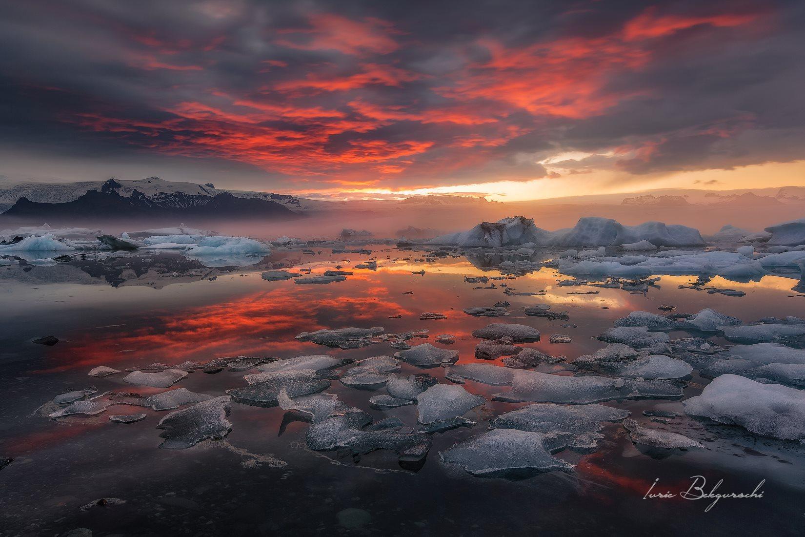 Le coucher de soleil sur la lagune glaciaire de Jökulsárlón est unique
