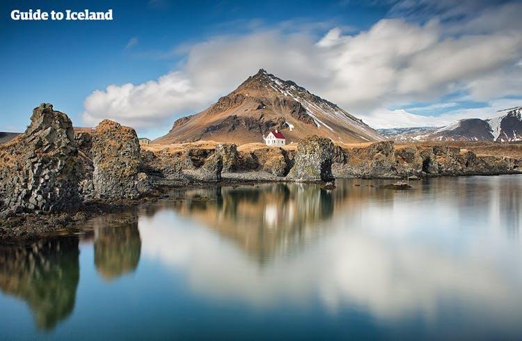 W okolicy Arnarstapi na półwyspie Snæfellsnes znajduje się wiele naturalnych atrakcji.