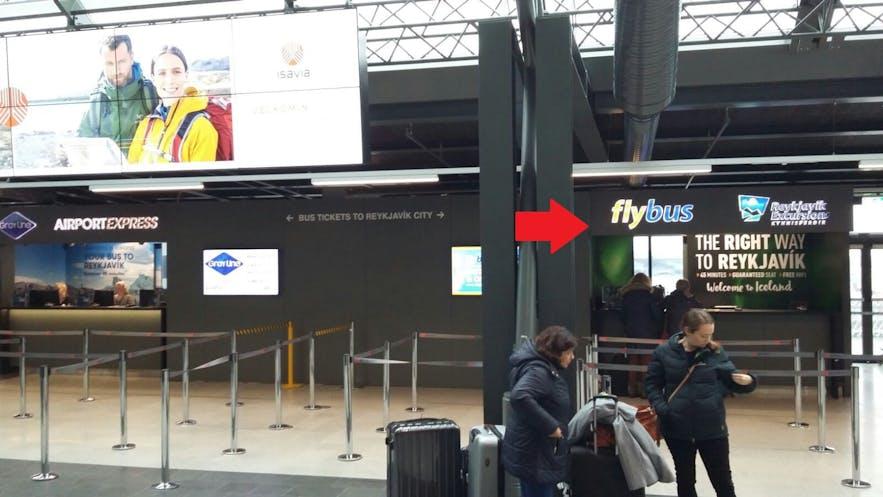 ケプラビーク空港にあるフライバスのサービスデスク