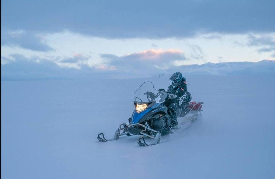 冰島的雪地摩托