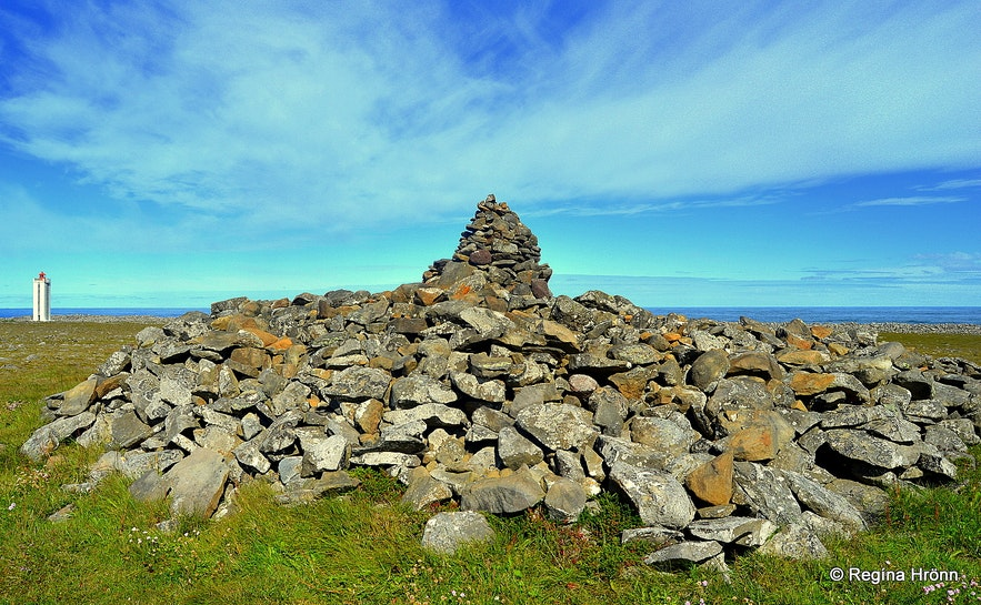 Þorgeirsdys burial mound at Hraunhafnartangi