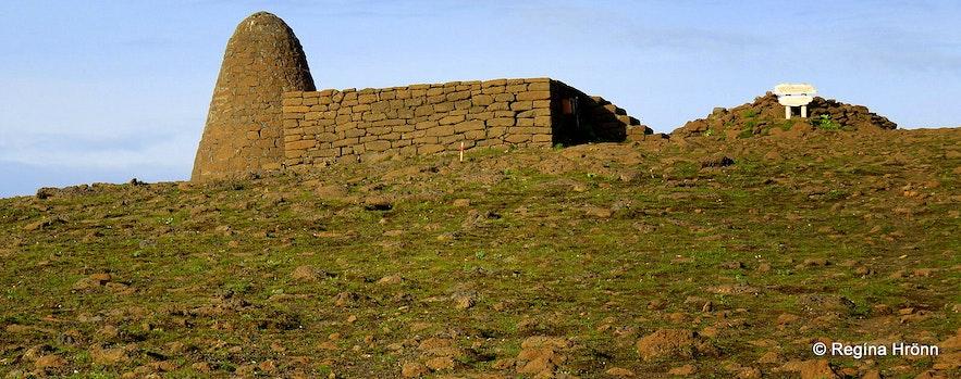 Hjörleifshöfði, Hjörleifshaugur burial mound