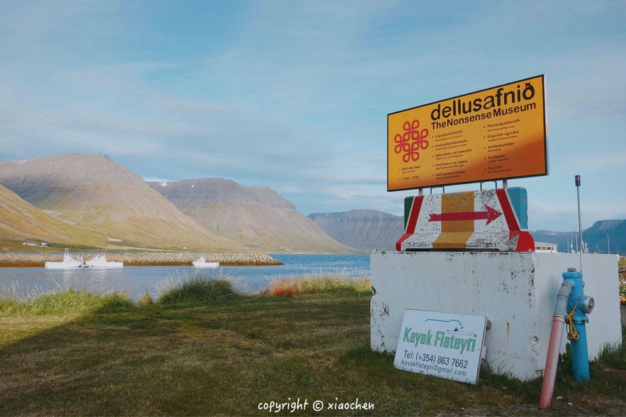 冰岛西峡湾Flateyri小镇夏季的峡湾风光
