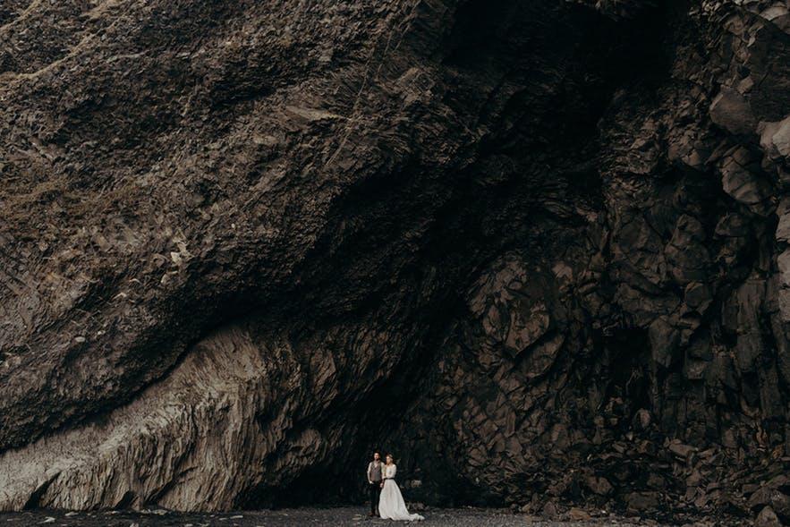 黑沙滩的婚纱照