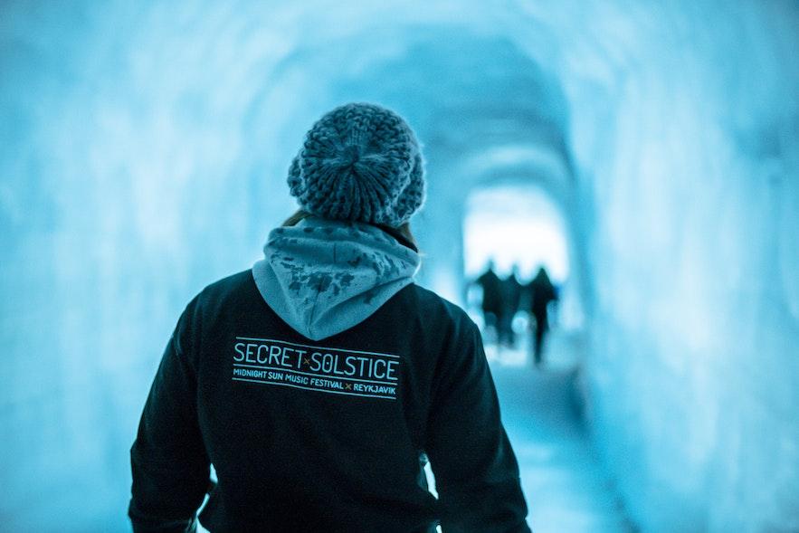 冰岛秘密夏至音乐节冰川内部
