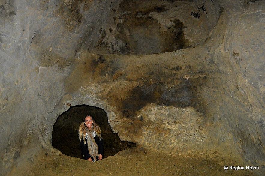 Rútshellir cave - inside the cave