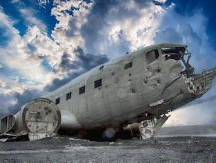 Elementos de la Costa Sur   Glaciares, espeleología de lava y el avión DC-3