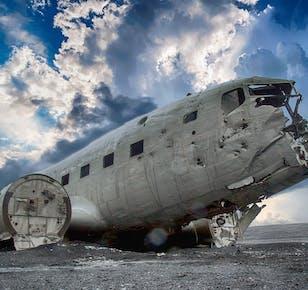 Чудеса южного побережья   Поход по леднику, посещение лавовой пещеры, место крушения самолета DC-3 и геотермальный бассейн