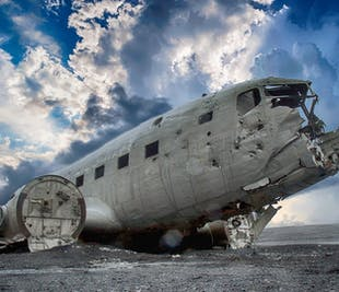 Чудеса южного побережья | Поход по леднику, посещение лавовой пещеры, место крушения самолета DC-3 и геотермальный бассейн