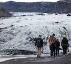 Islands Gletscher sind riesig und spektakulär, und du musst sie mit einem Führer und der notwendigen Ausrüstung besuchen.