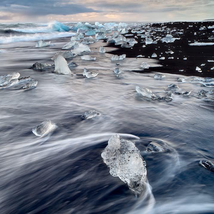 1泊2日ヨークルスアゥルロゥン氷河湖へ 氷河ハイキング、DC-3の飛行機の残骸見学付き