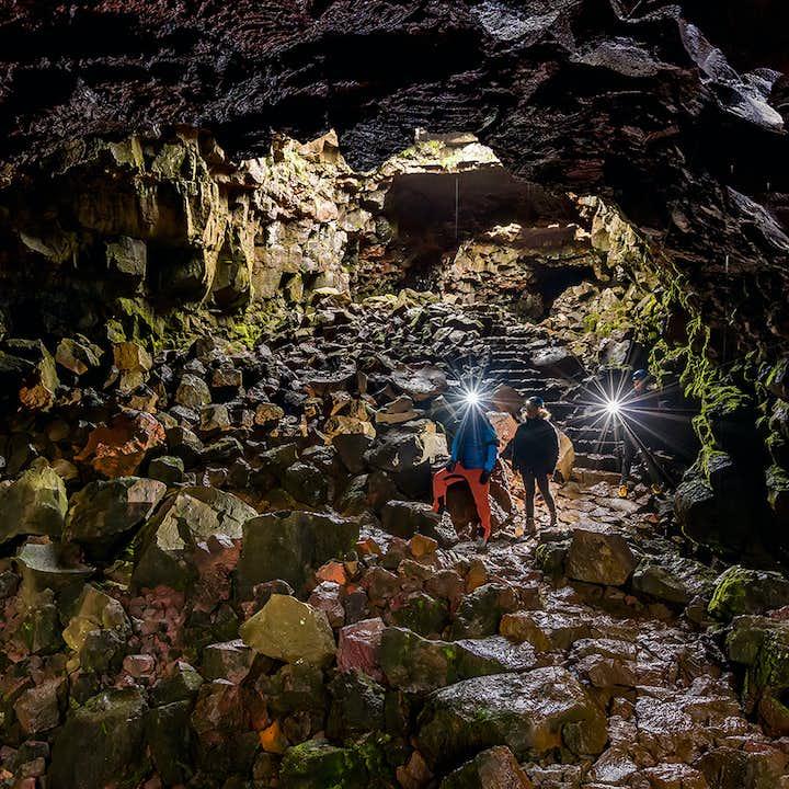 レイキャビク発|ロイヴァルホゥルスヘットリルの溶岩洞窟探検