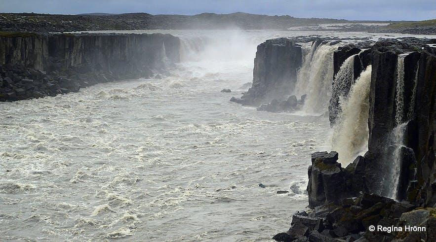 Jökulsá á Fjöllum Glacial River in Jökulsárgljúfur Canyon & Dettifoss Waterfall
