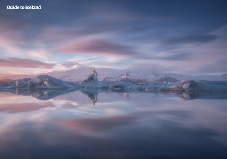 La magnifique lagune glaciaire de Jökulsárlón dans le sud-est de l'Islande ne laisse personne indifférent.