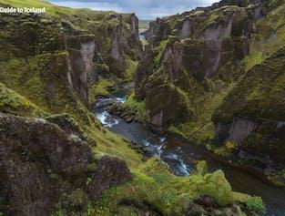 Fjaðrárgljúfur est un canyon magnifique qui se situe sur la côte sud de l'Islande.