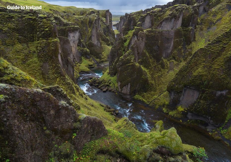 아이슬란드 남부해안의 퍄드라우르글리우퓌르 협곡의 웅장한 모습.