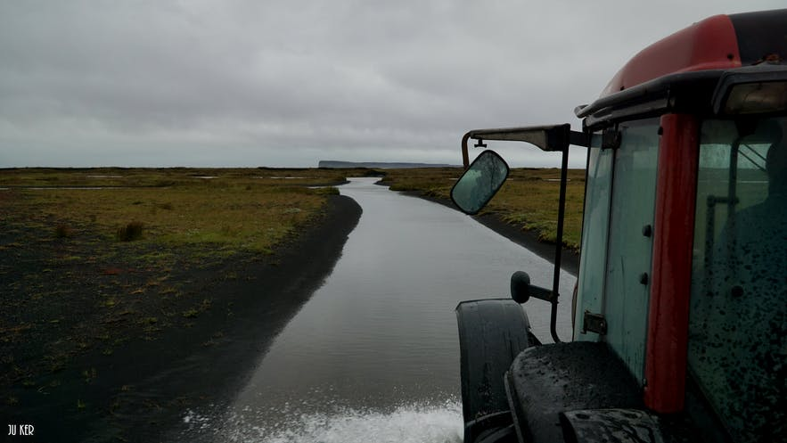 Traversée en tracteur à Skeidararsandur