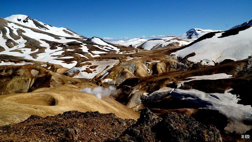 Kerlingarfjöll a souvent ses sommets sous la neige, même en été