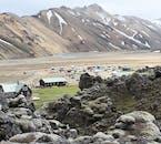 Viaja a través de las coloridas montañas de las tierras altas de Islandia con el pase de autobús Golden Hikers.